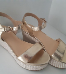 Bata kožne sandale