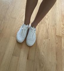 Bijele kozne tenisice