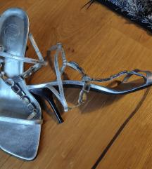 Bata srebrne sandale vel. 39