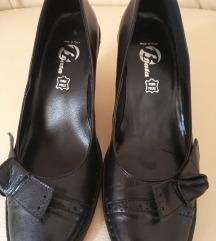 Cipele Bata, koža