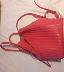 Carpisa crveni ruksak