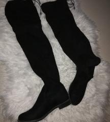Crne čizmice preko koljena
