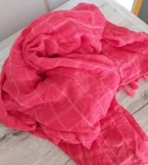 Crvena marama s resama