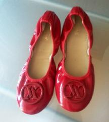 Crvene lak balerinke