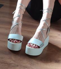 Srebrne sandale na punu petu