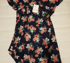 Tamnoplava haljina s cvjetovima