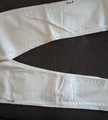 Desigual bijele hlače vel 40 nove