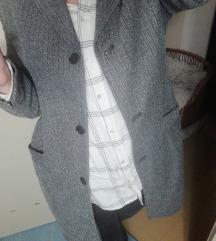 Jones sivi kaput