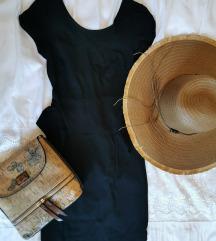 Kratka crna haljinica s volanom