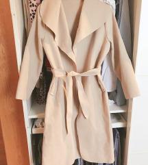 dugački kaput sa pojasom
