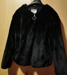 Bershka crna bunda