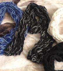 Lot ručno pletenih šalova