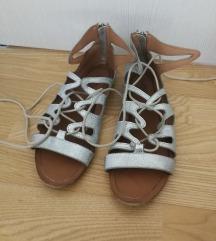 Srebrne sandale na vezanje