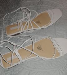 Hm bijele sandale na vezanje 41 pt uklj.