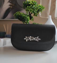 Crna torbica sa detaljima