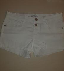 Kratke bijele hlačice