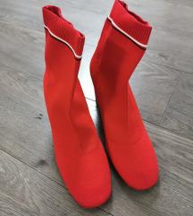 Crvene Stradivarius čizme
