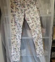 Predivne cvjetne hlače