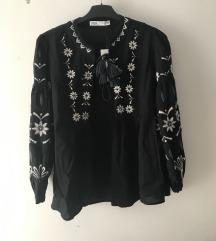 Zara izvezena crna jaknica