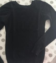 Crni mrezasti pulover kao novi