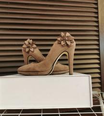 Smeđe cipele od brušene kože