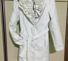 Bijeli snježni kaput
