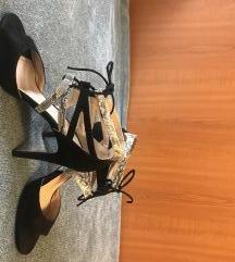 Crne sandale sa zmijskim uzorkom