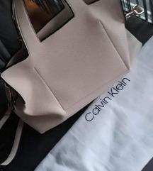 Prodajem CK  puder boje torbu