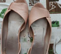 Borovo sandale 38