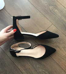 Nove crne sandalice