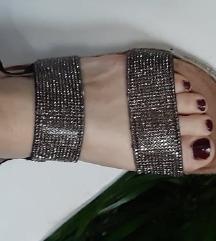 Preslatke sandale 36
