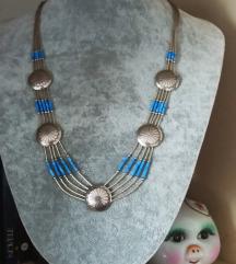 Srebrna ogrlica sa lapisom