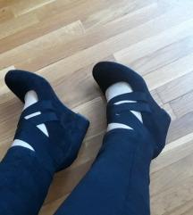 Crne cipele na punu petu