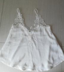 Bijela bluza na bretele