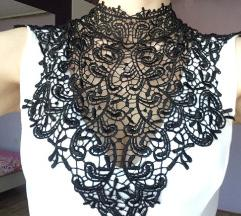 Bijela kratka haljina s crnom čipkom