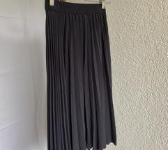 Plava plisirana suknja