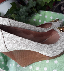 Michael Kors kremaste peeptoe cipele 37