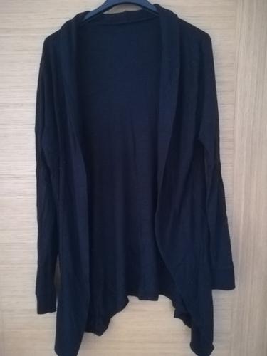 Nove crne hlače Bershka 36