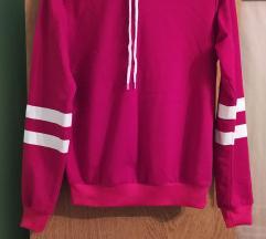 Crvena hoodie majica