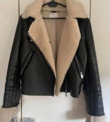 Bershka kožna jakna sa krznom