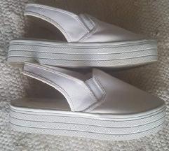 H&M bijele zatvorene platforma sandale 39