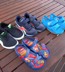 Lot tenisica i sandala