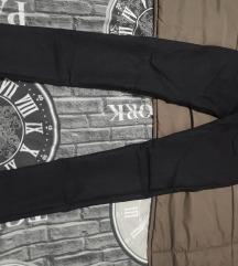Crne uske hlače