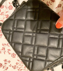 Zara mala crna torbica (nova!)