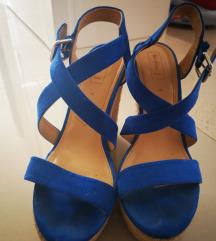 Bershka cipele na petu