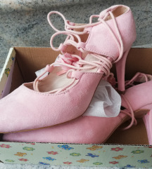 Baby roza salonke na vezanje