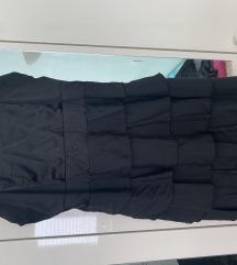 Crna haljina na volane