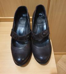 Kožne cipele na petu