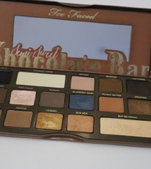 Too Faced Semi Sweet paleta
