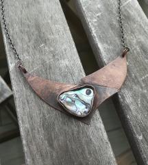 EzriZlo bakrena ogrlica s paua školjkom